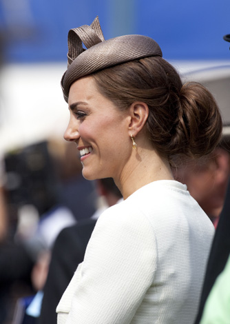 Kate Middleton White Outfit Epsom Races 2011