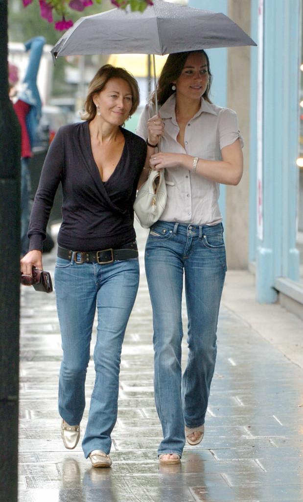 Carole Middleton Black Top Kate Middleton Umbrella