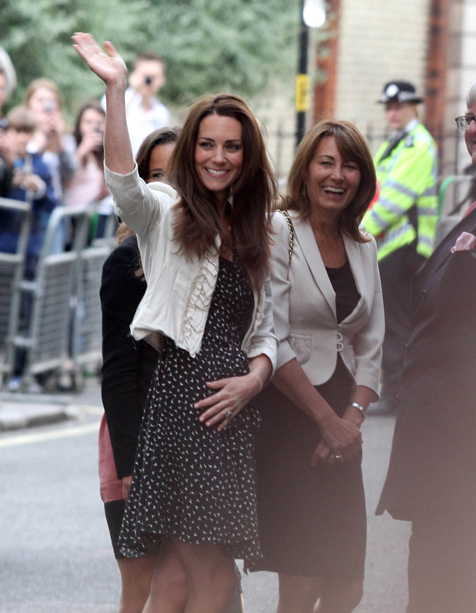 Kate Middleton Waves Crowds Outside Goring Hotel