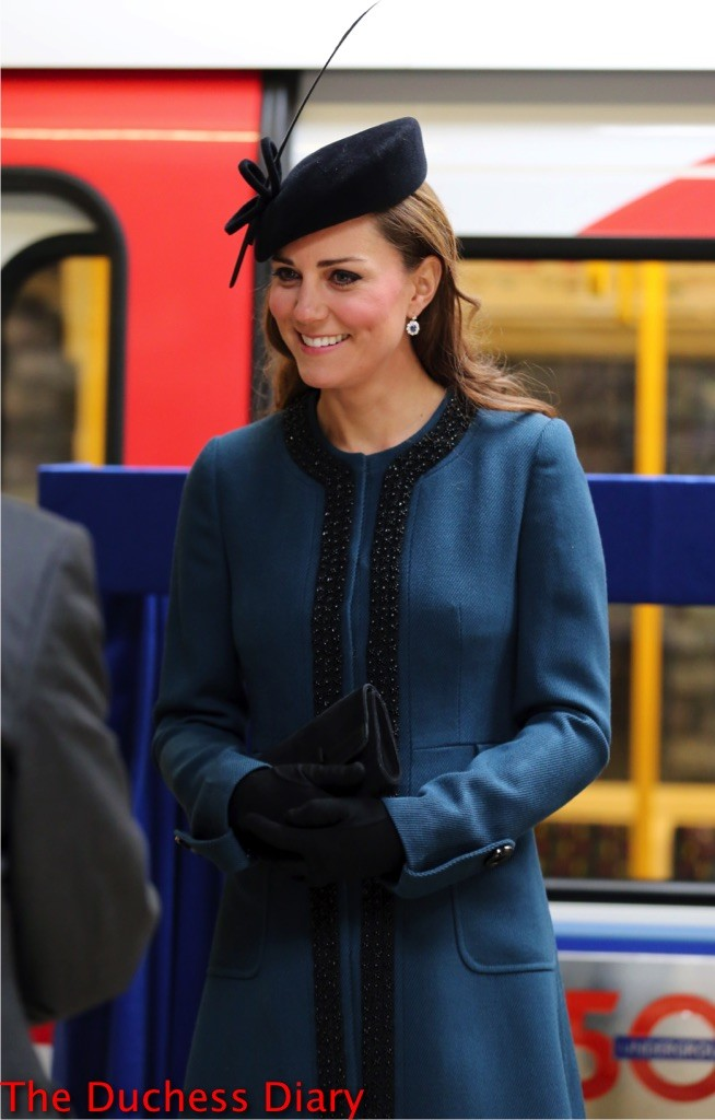 kate middleton pregnant by malene birger coat baker street tube station