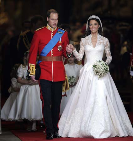 Prince William Holds Kate Middleton Hand Smiles Westminster Abbey Royal Wedding