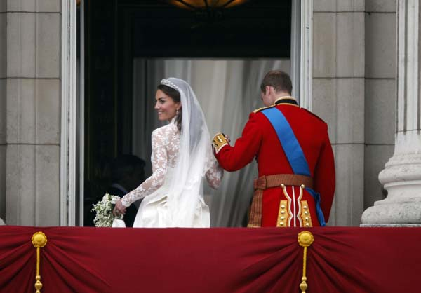 Kate Middleton Wedding Dress Holds Prince William Hand Balcony