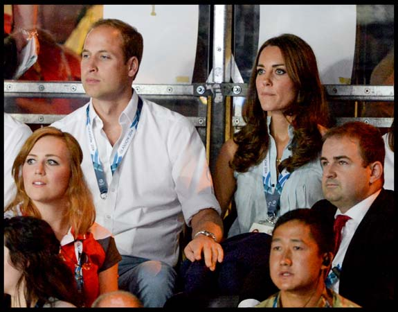 William Puts Hand on Kate's Knee Boxing Commonwealth Games
