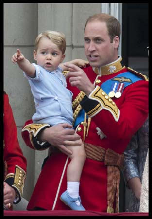 Prince George Points Prince William Buckingham Palace Balcony Trooping The Colour