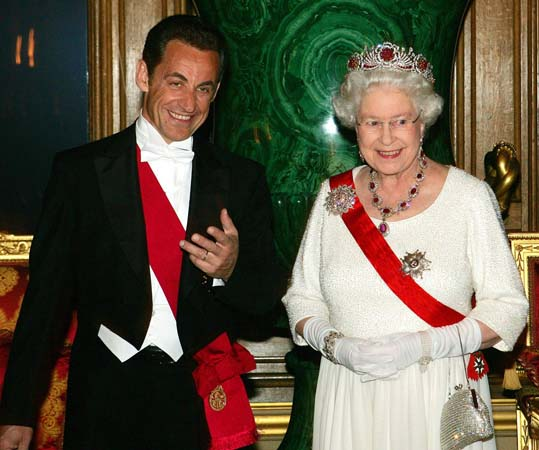 queen elizabeth jewelry French President Nicolas Sarkozy state dinner windsor 2008