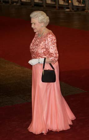 royal premiere a bunch of amateurs queen elizabeth