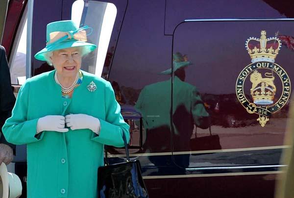 queen elizabeth green coat scilly isles