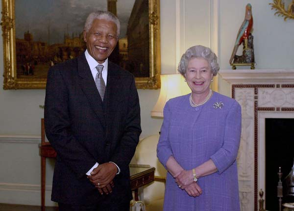 queen elizabeth nelson mandela tea buckingham palace