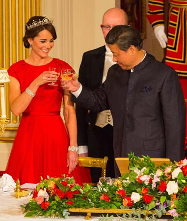 kate middleton smiles toasts chinese president