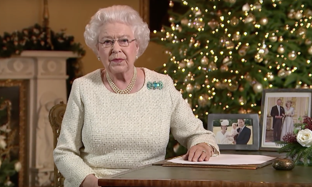 queen elizabeth buckingham palace christmas message 2015.