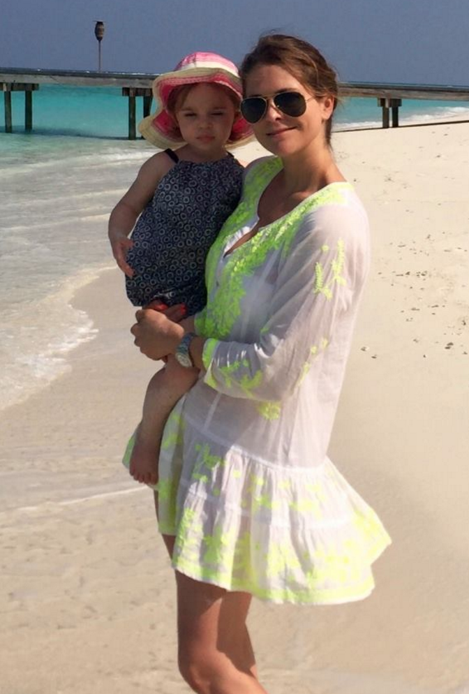 princess madeleine holds princess leonore beach