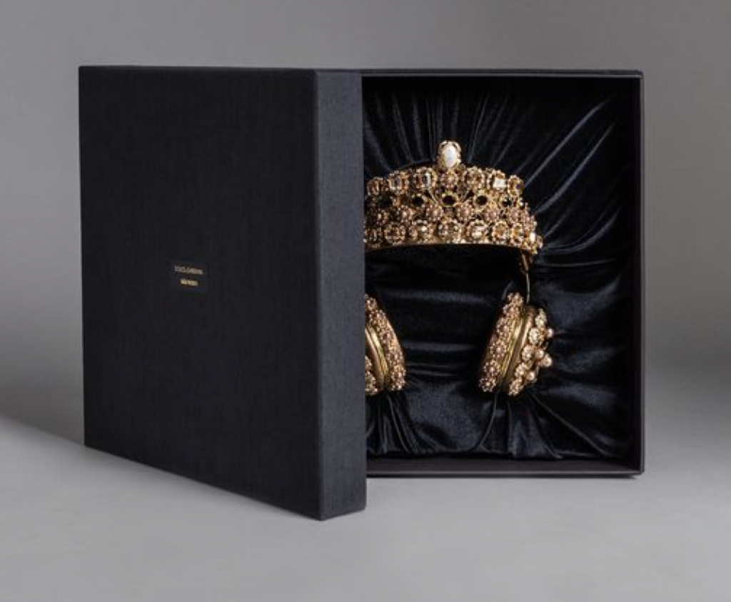 Dolce gabbana rhinestone ear phones crown box