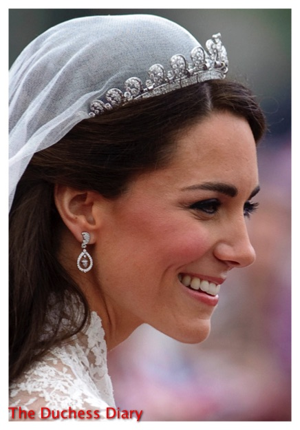 kate middleton smiles cartier halo tiara royal wedding