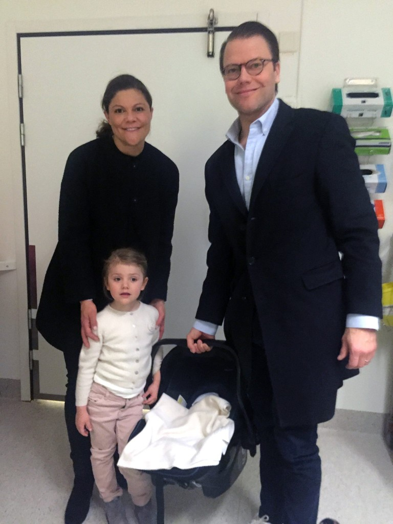 crown princess victoria estelle prince daniel take oscar home hospital sweden