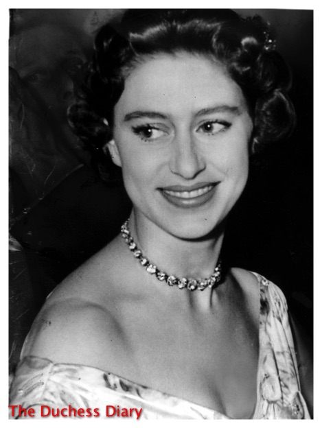 princess margaret necklace attends charity ball 1955