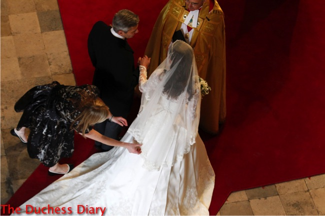 kate middleton arrives michael middleton westminster abbey royal wedding sarah burton