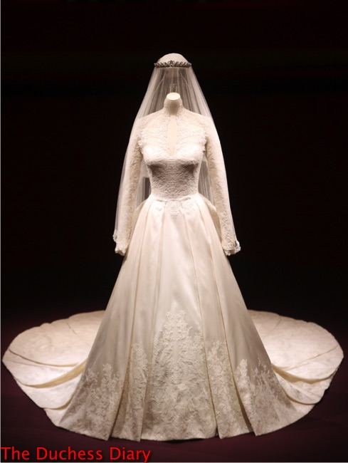 alexander mcqueen royal wedding dress display buckingham palace