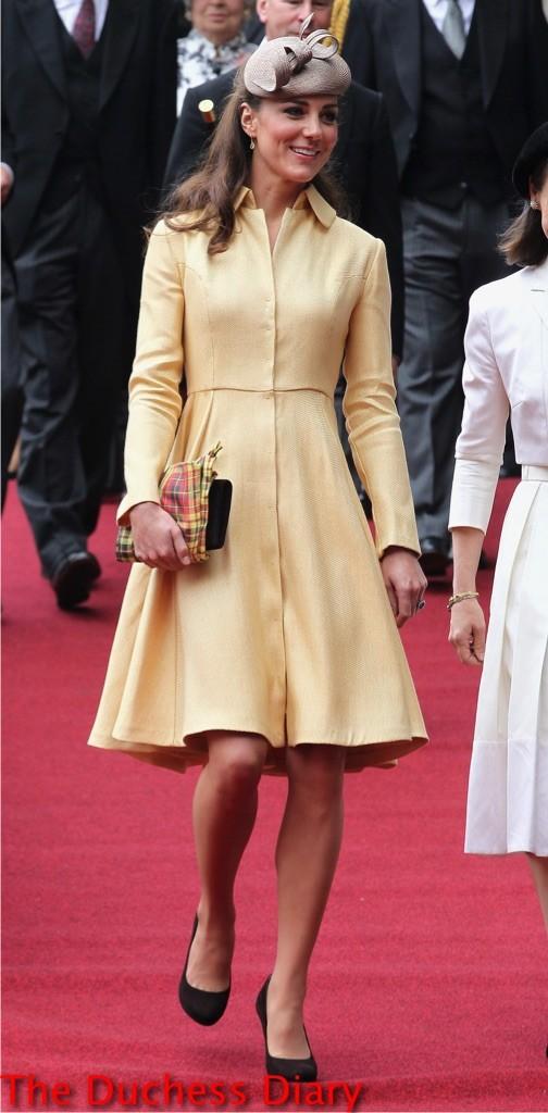 kate middleton walks st giles church order thistle ceremony scotland 2012