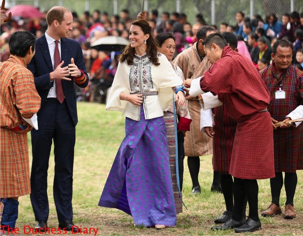 kate middleton smiles ready throw arrow prince william