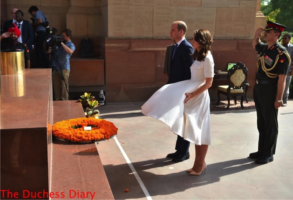 kate middleton upskirt india gate wreath laying ceremoy