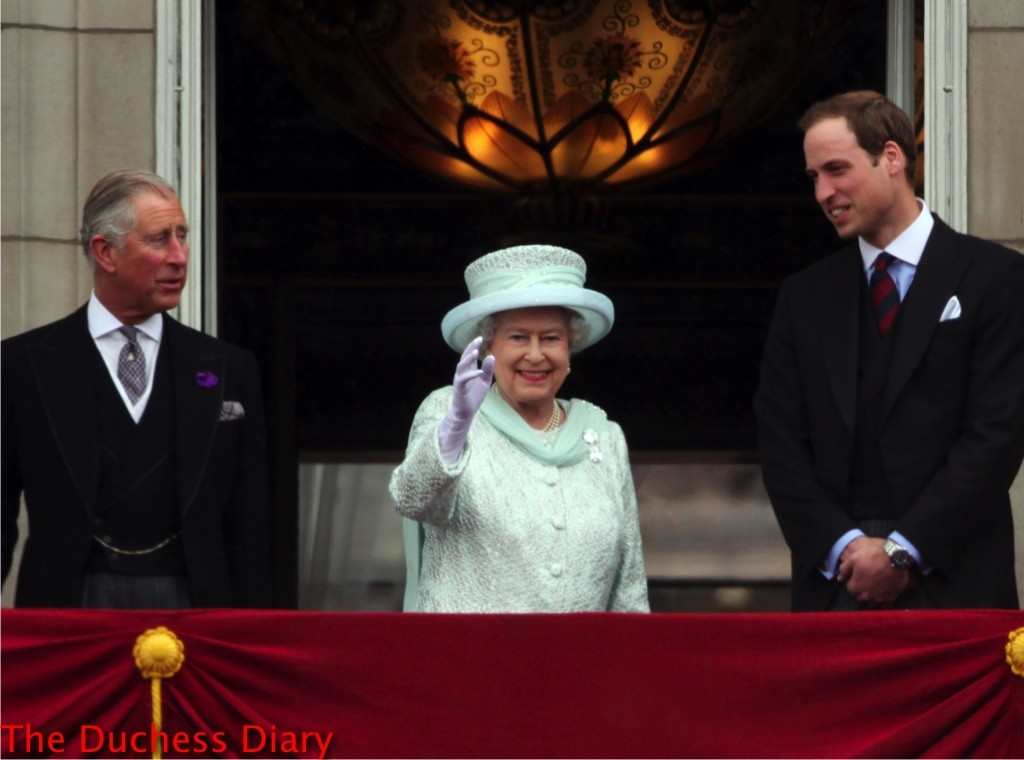The royal family page 5 the duchess diary for Queen elizabeth balcony
