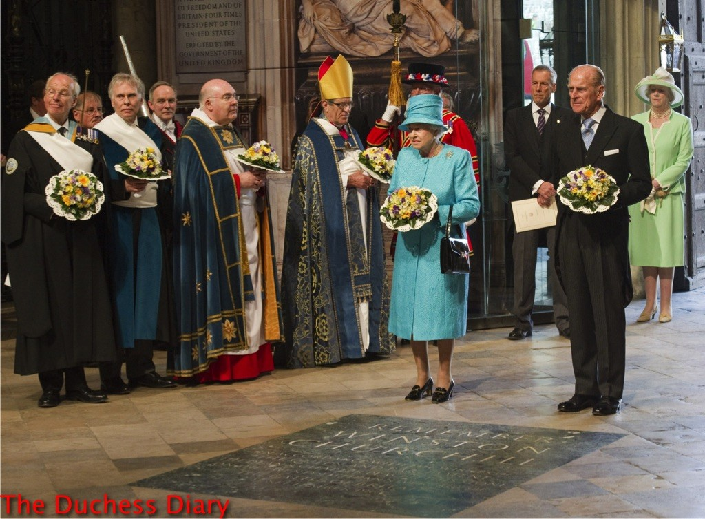 queen elizabeth maundy service april 2011 westminster abbey