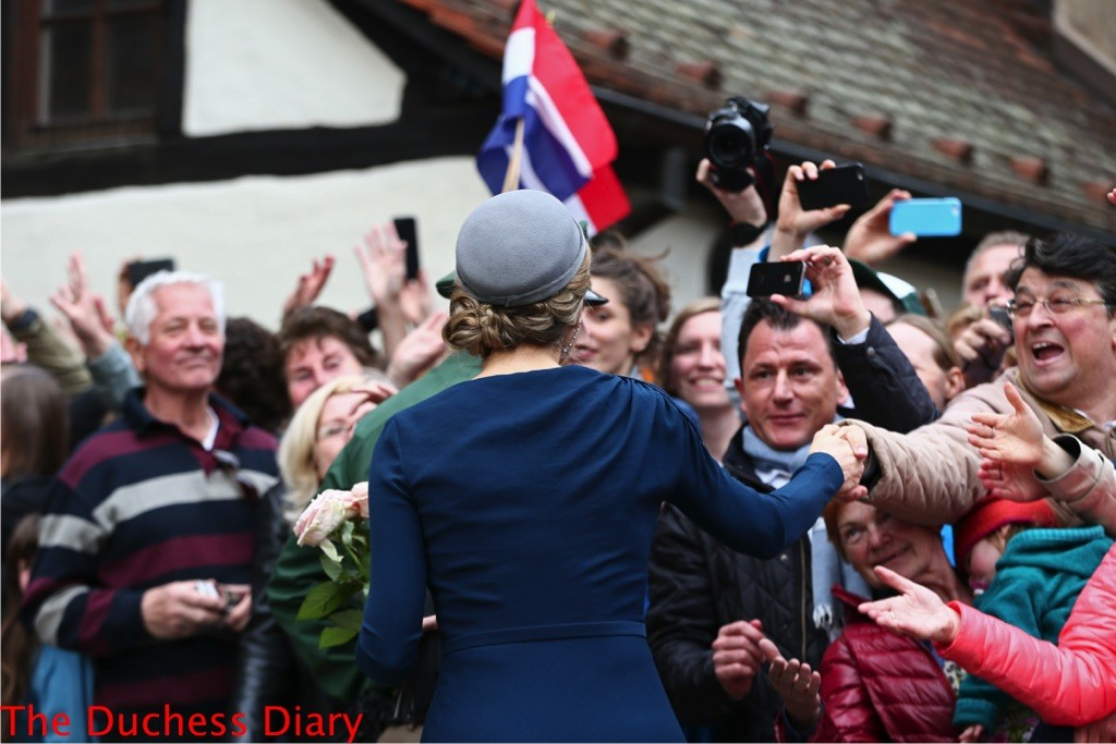 queen maxima shakes hands crowds nuremberg