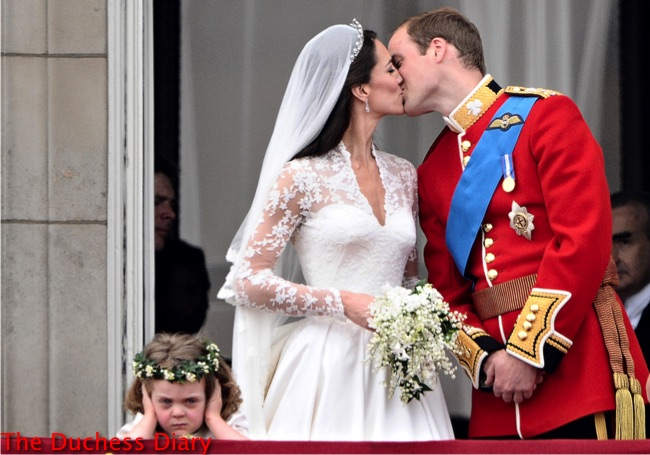 Britain's Prince William kisses his wife Kate, Duchess of Cambridge, on the balcony of Buckingham Palace, after their wedding service, on April 29, 2011, in London. AFP PHOTO / LEON NEAL (Photo credit should read LEON NEAL/AFP/Getty Images)