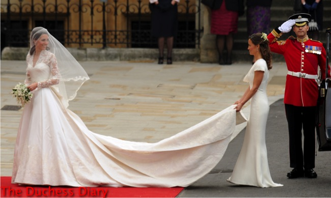 Kate Middleton arrives with her sister, Maid of Honour Philippa Middleton at the West Door of Westminster Abbey in London for her wedding to Britain's Prince William, on April 29, 2011. AFP PHOTO / BEN STANSALL (Photo credit should read BEN STANSALL/AFP/Getty Images)