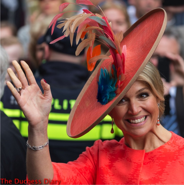 queen maxima orange flat hat opens sculpture exhibition
