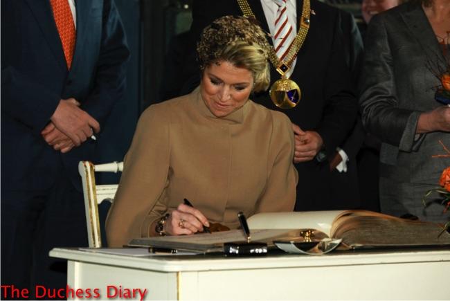 princess maxima signs golden book essen