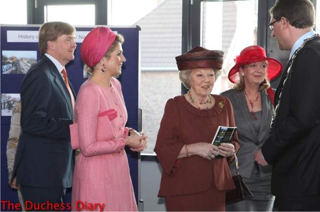 princess maxima pink outfit pink hat prince willem-alexander queen maxima