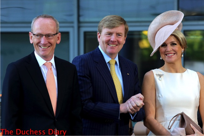 Queen Maxima white dress cream hat king willem-alexander clap hands germany