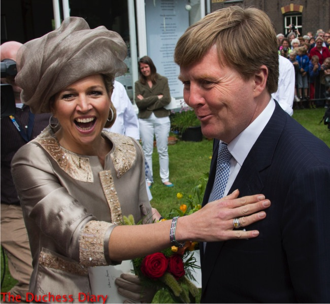 queen maxima laughs champagne hat suit king willem-alexander laugh zaandam