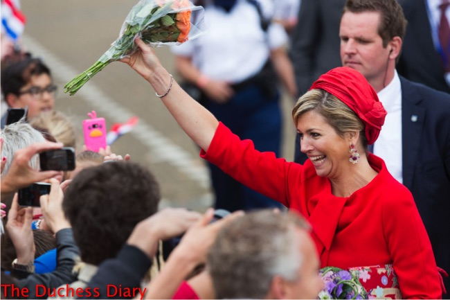queen maxima laughs collects orange roses red outfit red hat zoetermeer