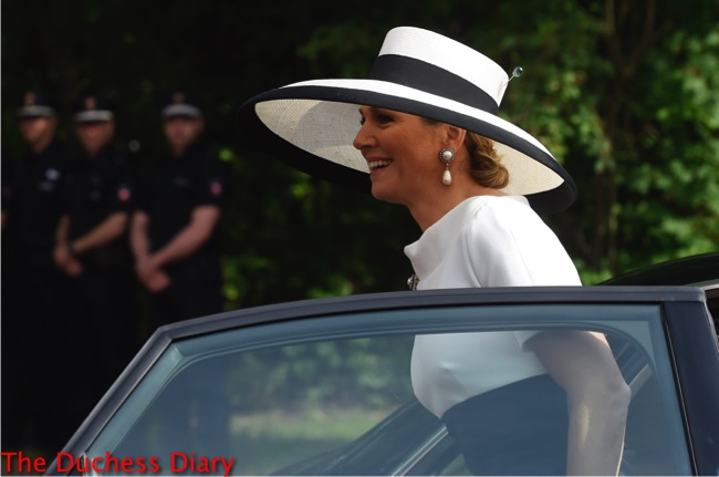 queen maxima black white wide brim hat oldenburg