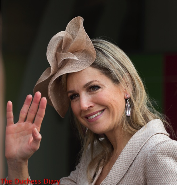 queen maxima waves delicate light pink hat drop earrings zoetermeer