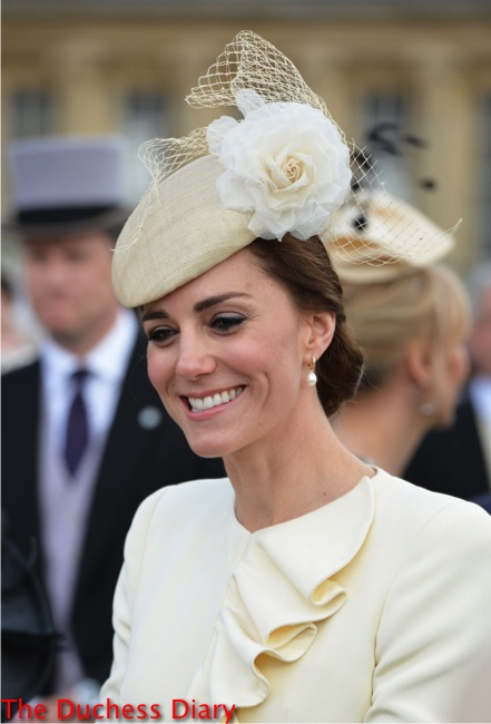 close-up kate middleton jane taylor cream hat pearl earrings