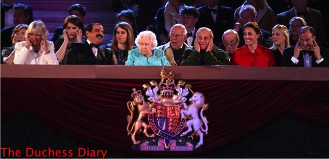 queen elizabeth royal family gun salute royal windsor horse show
