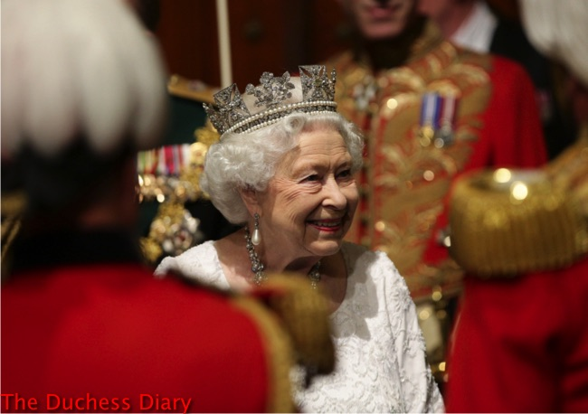 queen elizabeth II George IV diadem white dress state opening parliament 2016
