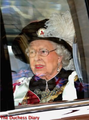 queen elizabeth arrives noble order garter service 2016 robes