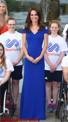 duchess of cambridge poses sportsaid participants kensington palace