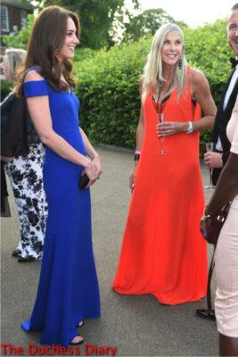 duchess of cambridge blue roland mouret gown meets sharon davies kensington palace