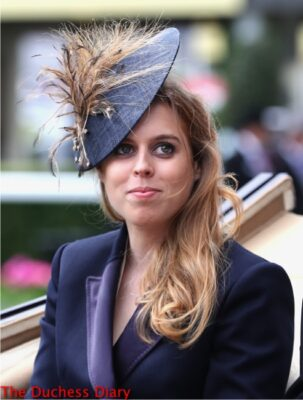 princess beatrice carriage royal ascot blue fascinator day one