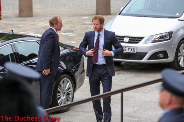 prince harry suit arrives national service thanksgiving queen 90th birthday