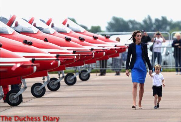 duchess cambridge stella mccartney dress holds prince george hand red arrows