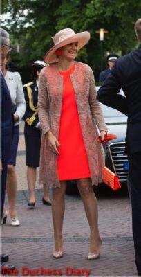 queen maxima netherlands orange outfit Sint Annaparochie visit