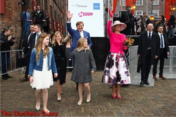 dutch royal family waves celebration king's day